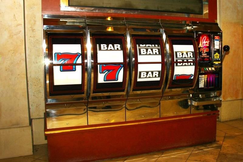 Jak se do výherních automatů dostaly symboly ovoce?