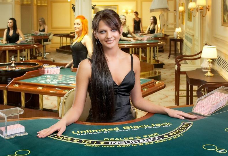 Funguje počítání karet na blackjackových stolech s live dealerem?