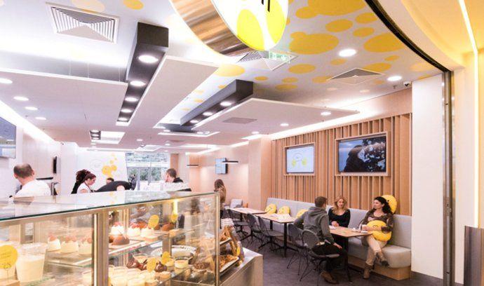 Takhle to vypadá uvnitř loterijní kavárny od Sazky.