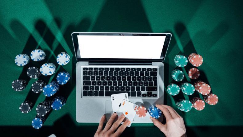 Ministerstvo financí udělilo první pokutu nelegálnímu online casinu
